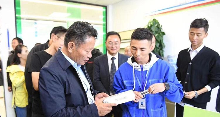 拉萨领导企业考察了解我院学子电商项目